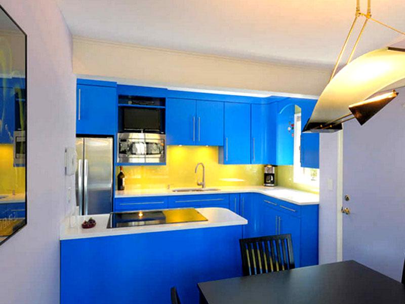 κουζινα μπλε κιτρινη