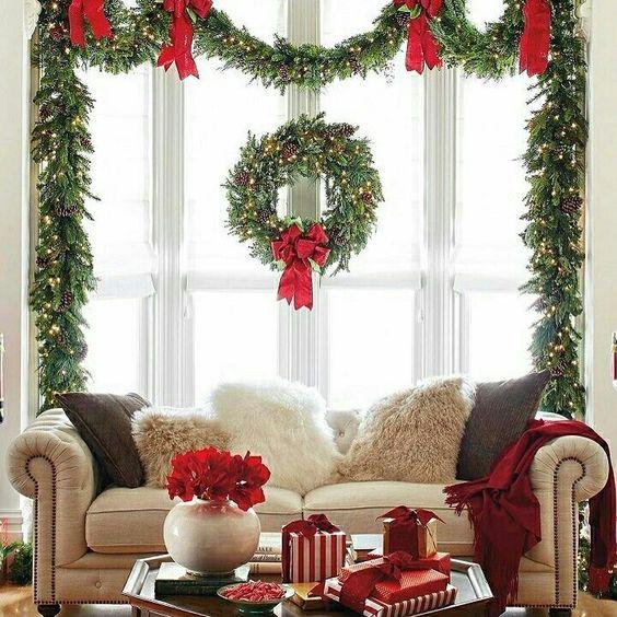 χριστουγεννιατικος στολισμος παραθυρου