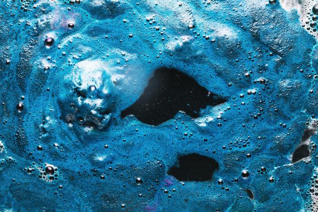 Βρόμικο μπλε νερό