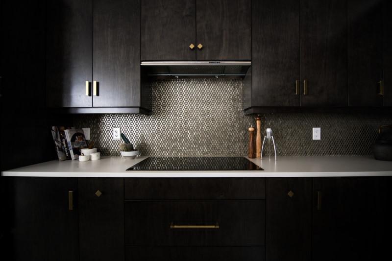 Ντουλάπια κουζίνας μαύρου χρώματος